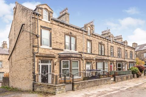 5 bedroom end of terrace house for sale - Heath Park Avenue, Halifax