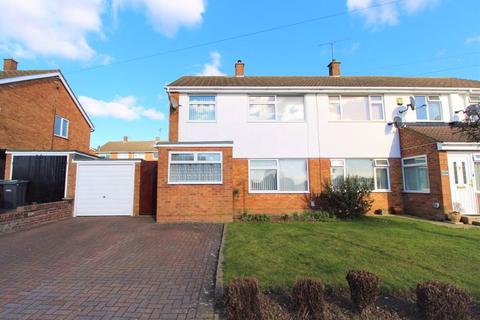 3 bedroom semi-detached house for sale - Delightful Home on Handcross Road, Luton