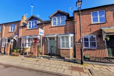 2 bedroom terraced house for sale - Turnham Way, Aylesbury