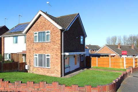2 bedroom semi-detached house for sale - WOMBOURNE, Pinewood Close