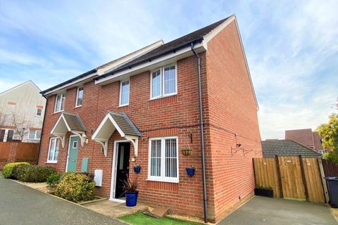 3 bedroom semi-detached house for sale - Brinton Close, East Cowes
