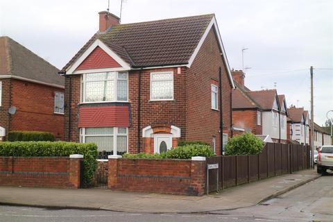 3 bedroom detached house for sale - Priestsic Road, Sutton-In-Ashfield