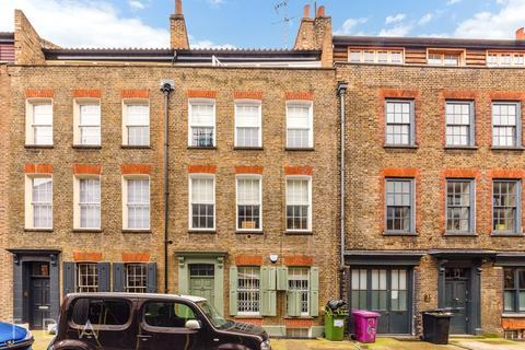 4 bedroom townhouse to rent - Princelet Street, London, E1