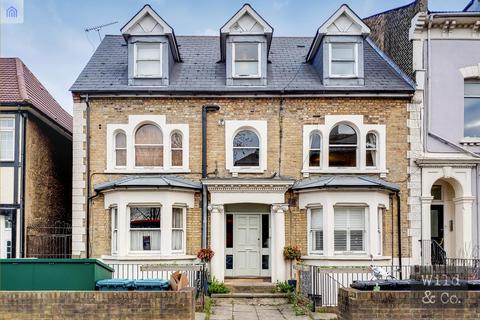 2 bedroom flat for sale - Nightingale Road, Hackney
