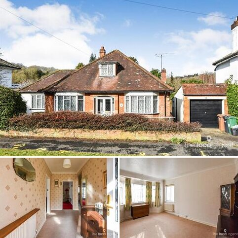 3 bedroom detached bungalow for sale - 29 Stagbury Avenue, Chipstead, Coulsdon