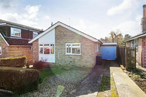 2 bedroom bungalow for sale - Brooklands Close, Daventry