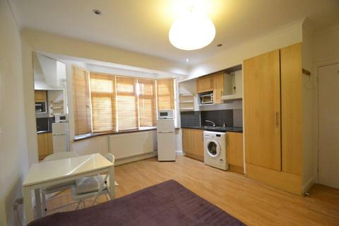 Studio to rent - Gunnersbury Avenue, Acton, W3