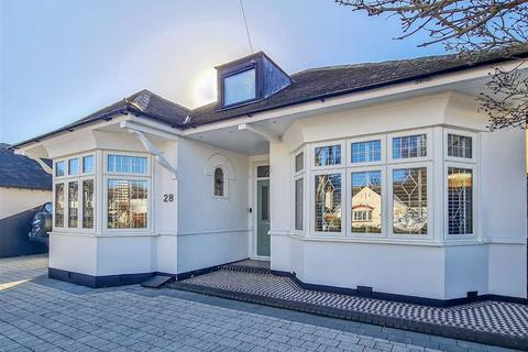 4 bedroom bungalow for sale - Acacia Drive, Thorpe Bay