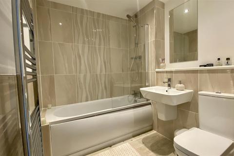 2 bedroom apartment for sale - 28E Woodfield Road, Broadheath, Altrincham