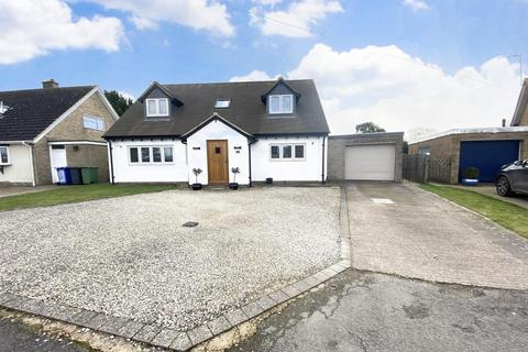 4 bedroom detached house for sale - Foxcovert Drive, Roade, Northamptonshire, NN7