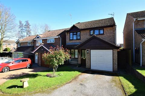 3 bedroom detached house for sale - Bullfinch Close, Oakham