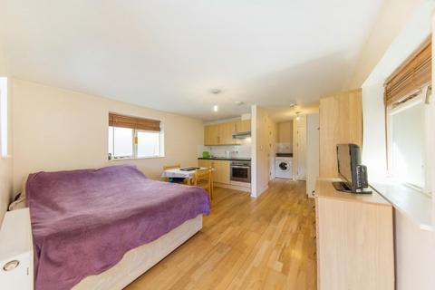 Studio to rent - Camberwell Road, SE5