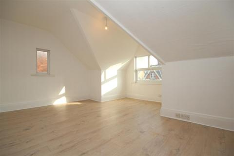2 bedroom flat to rent - York Road, Guildford
