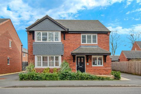 4 bedroom house for sale - Newbolt Walk, Stafford