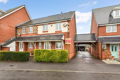 3 bedroom end of terrace house for sale - Bluebell Close, Andover