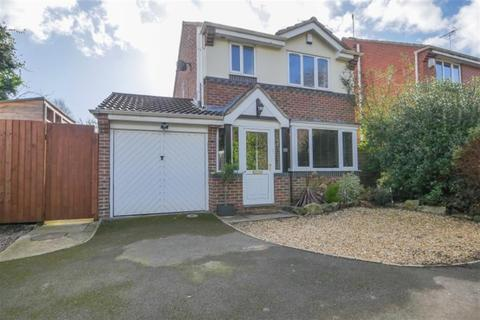 3 bedroom detached house for sale - Fall Park Court, Bramley, LS13