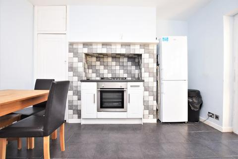 2 bedroom flat to rent - Chadwell Heath Lane, Romford, RM6