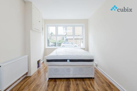 5 bedroom townhouse to rent - Keats Close, London SE1