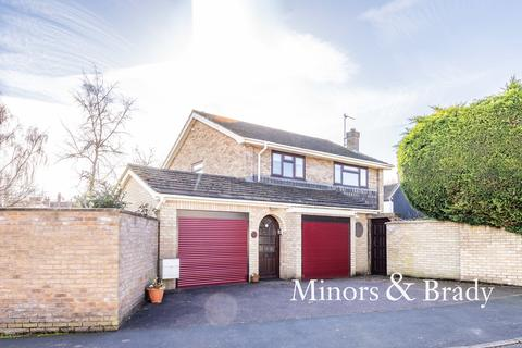 4 bedroom detached house for sale - Lucerne Close, Old Catton
