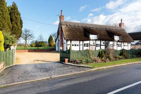 3 bedroom detached house for sale - Lovely thatched cottage in Lower Peover