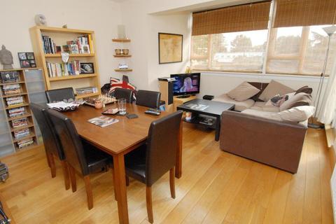 2 bedroom flat to rent - Smithwood Close, Southfields, SW19 6JL
