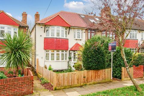3 bedroom end of terrace house for sale - Hillcross Avenue, Morden, Surrey, SM4 4BU