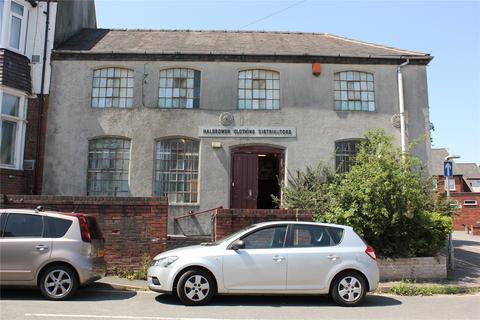 Property for sale - Laurel Lane, Halesowen, West Midlands, B63