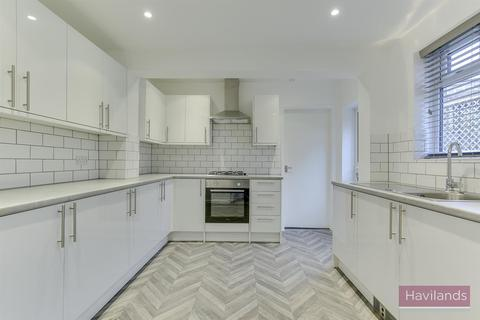 2 bedroom flat to rent - Bounds Green Road, N11