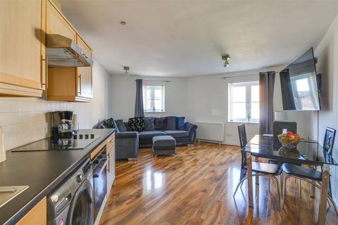 2 bedroom flat for sale - Windermere Avenue, Purfleet