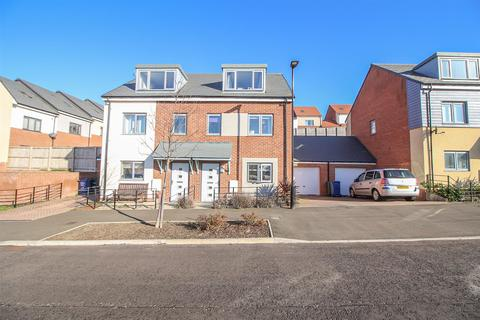 3 bedroom semi-detached house for sale - Chester Pike, Newcastle Upon Tyne