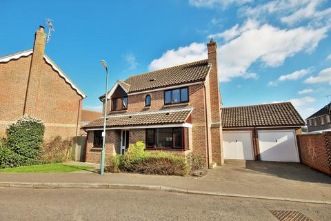 4 bedroom detached house for sale - Pochard Way, Great Notley, Braintree, CM77
