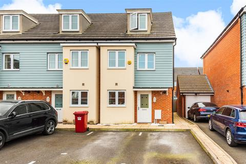 3 bedroom terraced house for sale - Collier Close, Cippenham