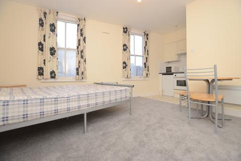 Studio to rent - Devonshire Road SE23