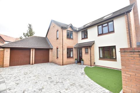 5 bedroom detached house for sale - Daniell Way, Great Boughton