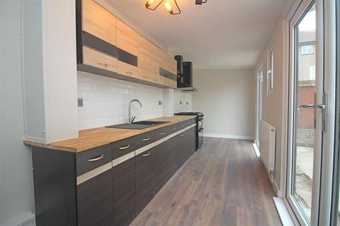 5 bedroom house to rent - Celtic Street, London