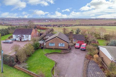 2 bedroom detached bungalow for sale - A Large & Unique Detached Bungalow on Grantham Road in Great Gonerby