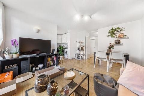 2 bedroom flat to rent - The Chase, SW4