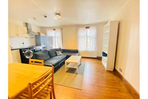 2 bedroom flat to rent - Fulham Palace Road, London