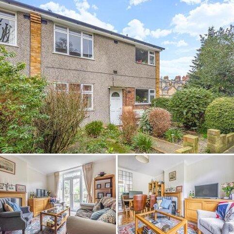 2 bedroom flat for sale - Haynes Close, Blackheath