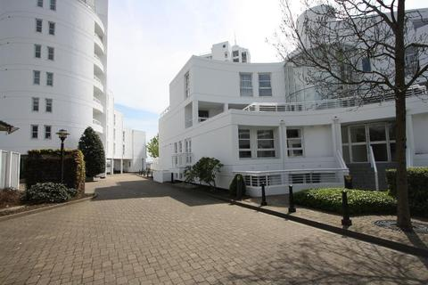 3 bedroom flat to rent - Pierhead Lock, 416 Manchester Road, Isle of Dogs, London, E14 3FD