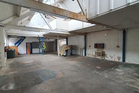 Warehouse to rent - Unit E2, Salford Trading Estate