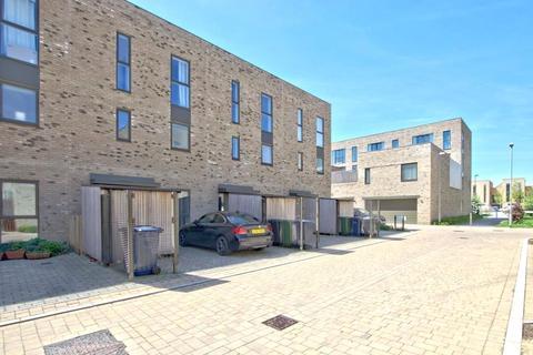 3 bedroom terraced house to rent - Nine Wells Road, Trumpington, Cambridge, CB2
