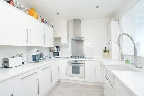 3 bedroom terraced house for sale - Court Farm Road, London, SE9
