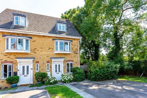 3 bedroom semi-detached house for sale - Broomfield Gate, Slough, SL2