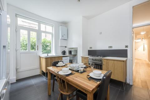 3 bedroom flat to rent - Flanders Mansions, Chiswick W4