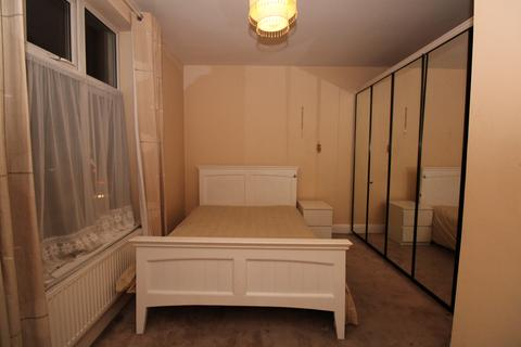 1 bedroom house share to rent - Court Road, London, SE9