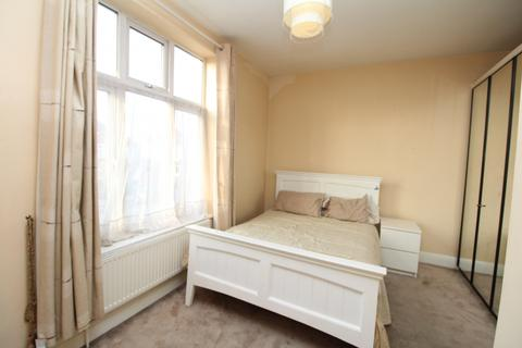 1 bedroom in a house share to rent - Court Road, London, SE9