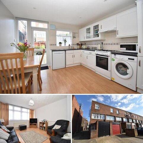 3 bedroom townhouse for sale - Owen Close London SE28
