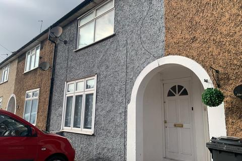3 bedroom terraced house to rent - Sheppey Road RM9