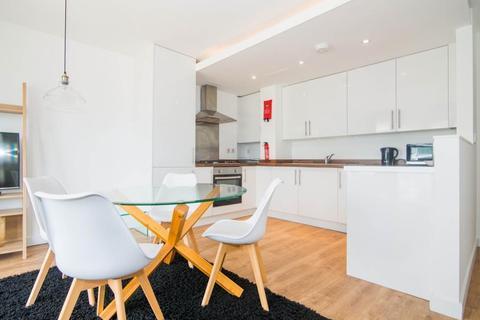 1 bedroom flat to rent - Q House, Brentford, TW8